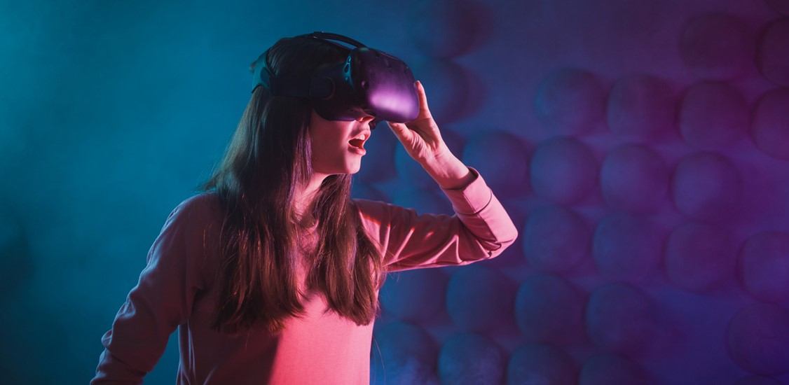 It's a Whole New Metaverse: Utilizing Optical Wireless Communication to Support XR Technologies and Experiences